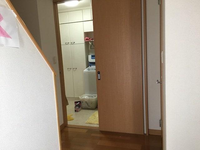 玄関開けると洗面所が前