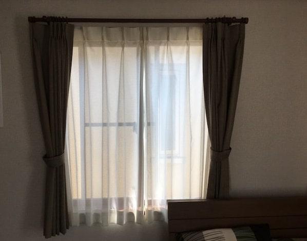 寝室のレースカーテン