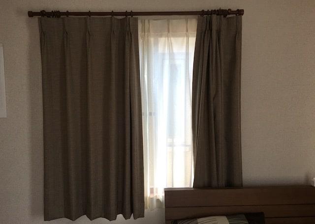 寝室の東側のカーテン
