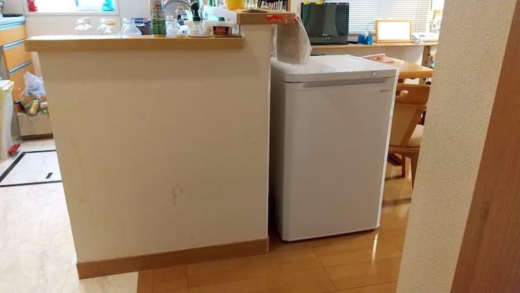 ダイニングに置いたアイリスの冷凍庫