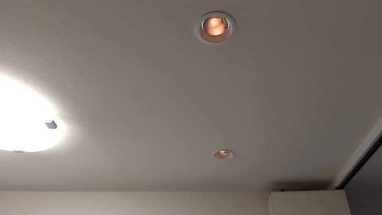 薄暗い明かりの調光式ダウンライト