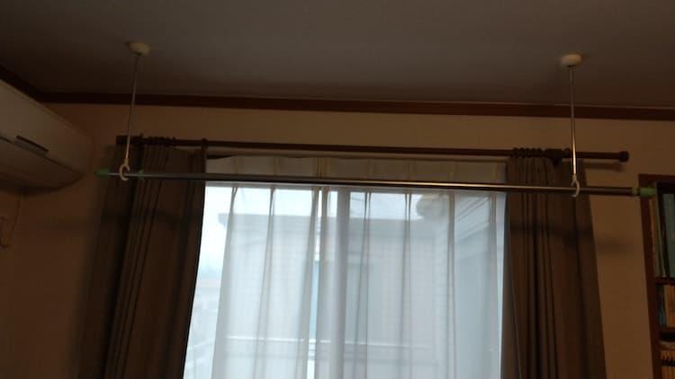 寝室のホスクリーンとバルコニー