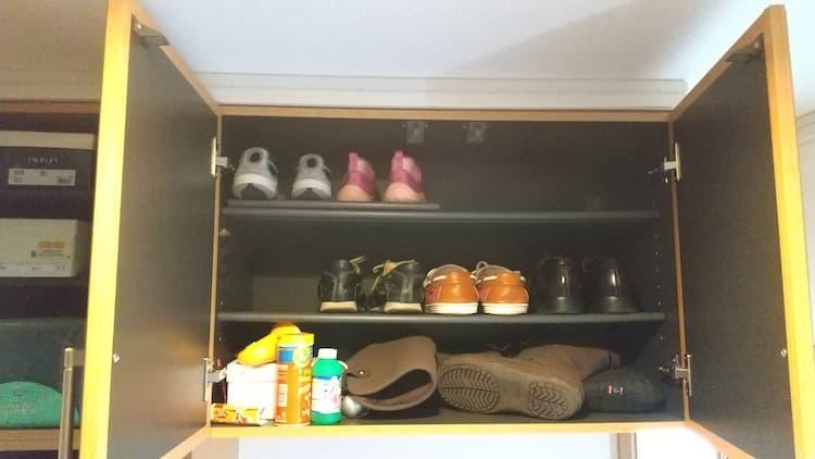 靴収納の右上の扉をあけたところ