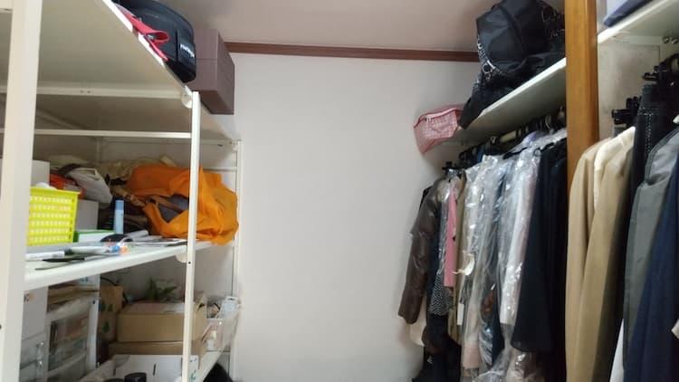 寝室ウォークインクローゼットの棚