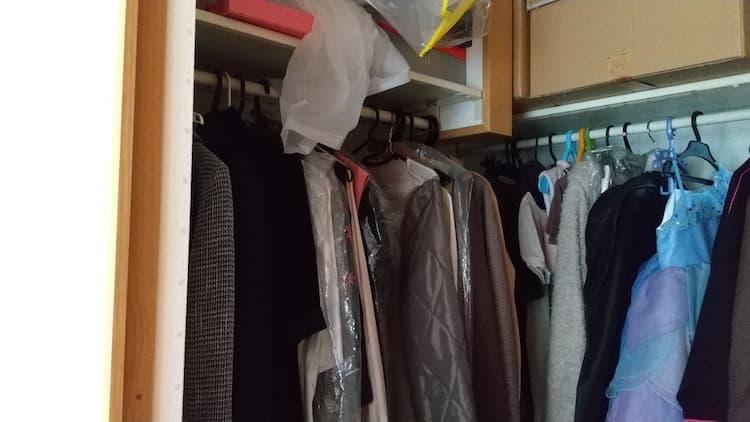 子ども部屋のウォークインクローゼットの洋服掛けスペース