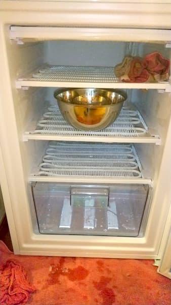 扉を開けっ放しにした冷凍庫